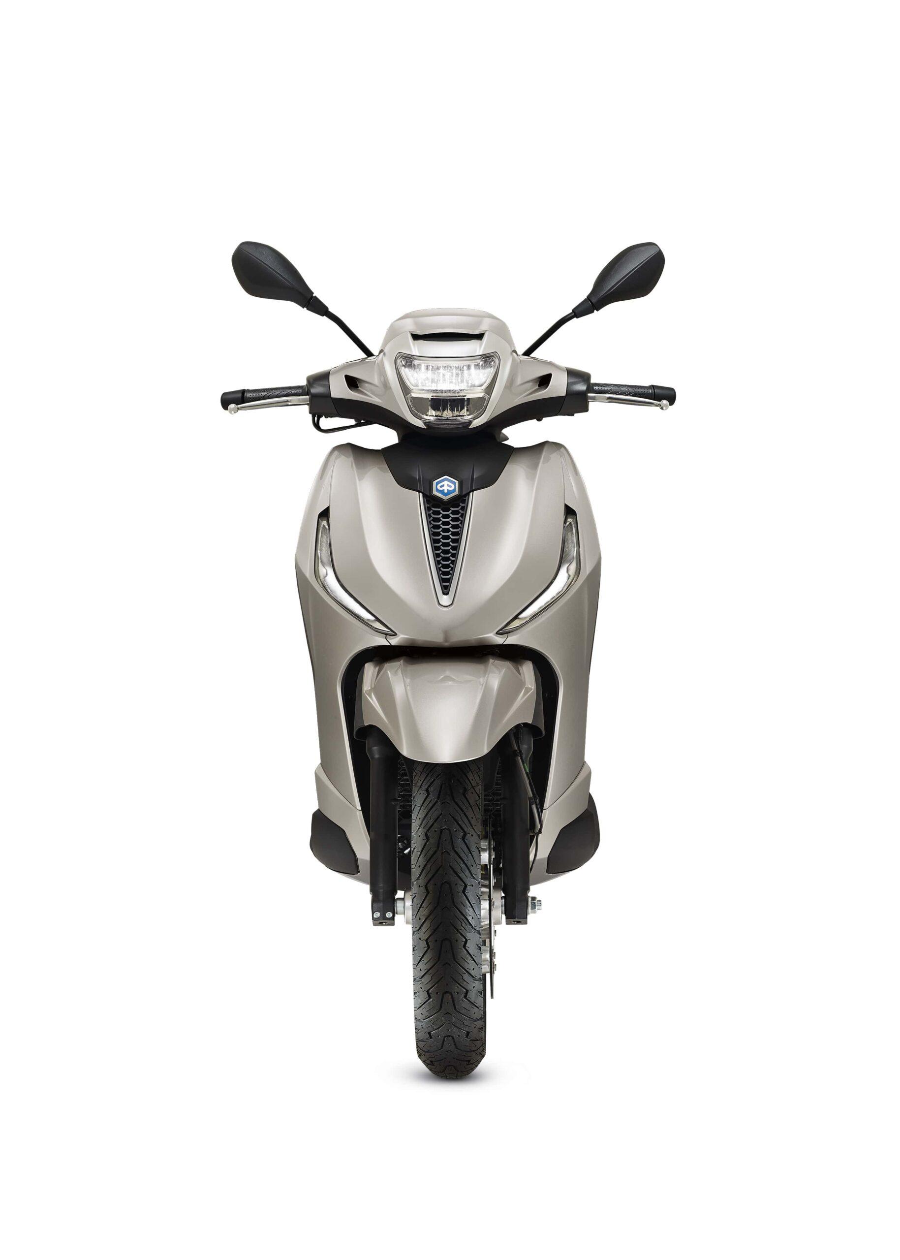 03 Piaggio Beverly 300 hpe 2021