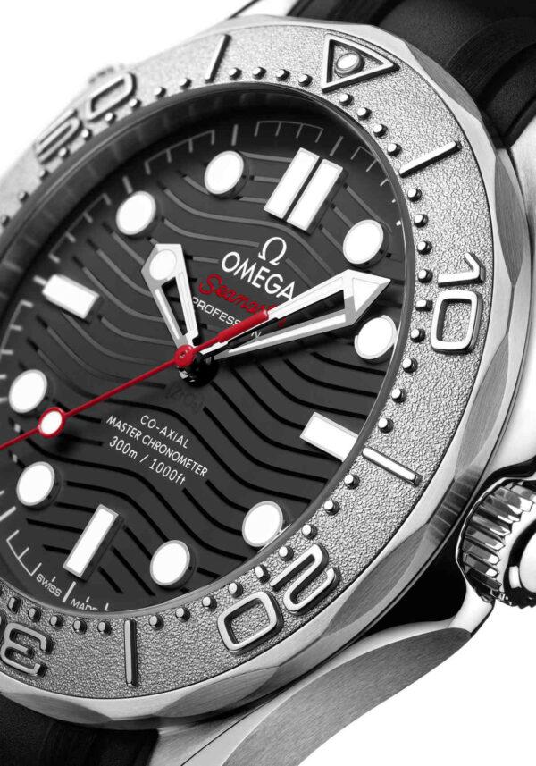 Omega Seamaster Diver 300M Nekton Edition lado